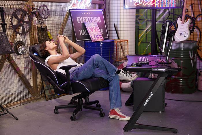 办公电脑桌椅电竞椅套装 高清场景图