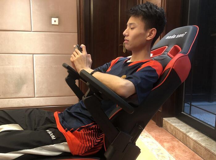 专业电竞椅躺赢王座战队体验场景图3