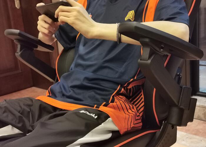 专业电竞椅躺赢王座战队体验场景图4
