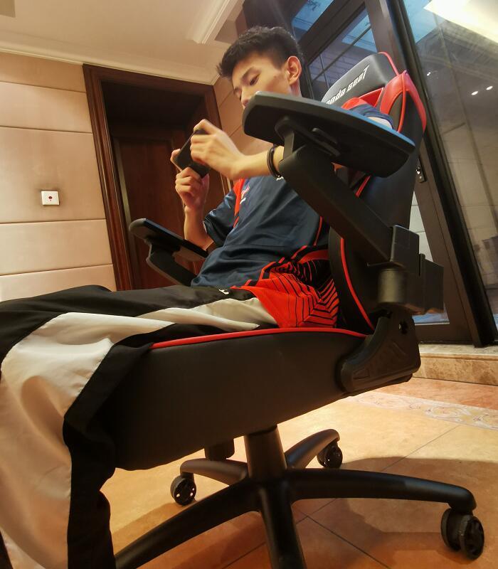 专业电竞椅躺赢王座战队体验场景图8