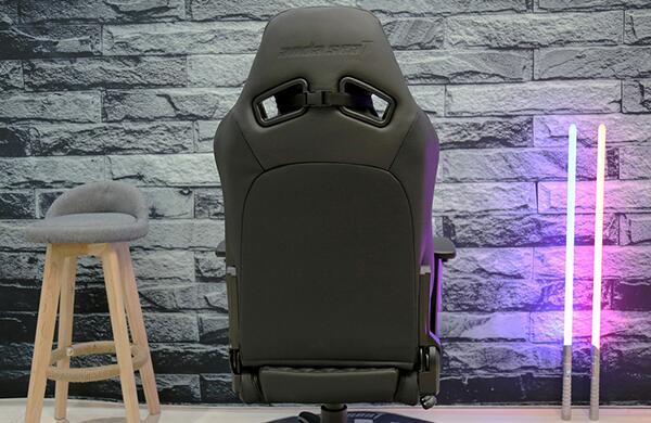 电竞椅上的两个通风口