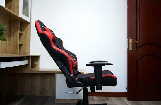 AD4电竞椅安装好之后的效果图