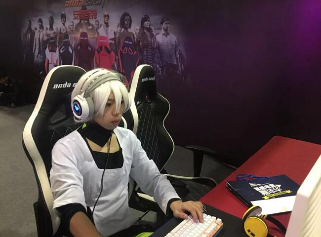 安德斯特电竞椅现场游戏体验